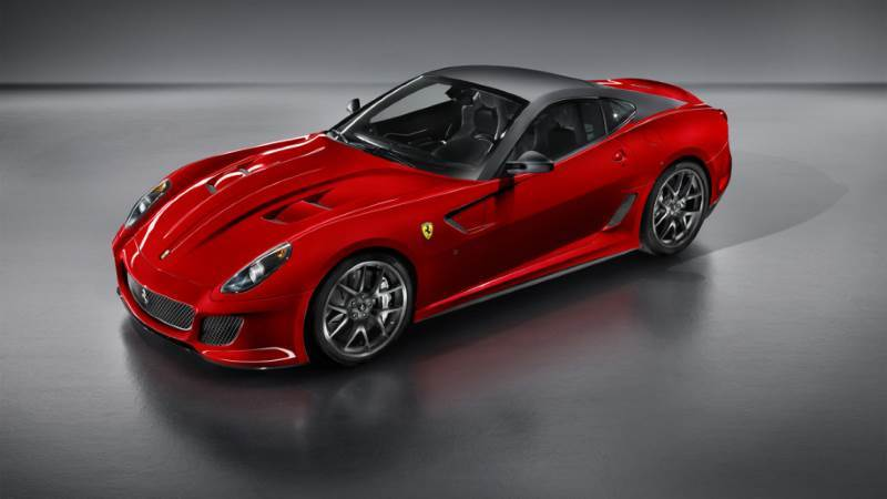 ejemplo de coche ferrari con su tradicional color rojo
