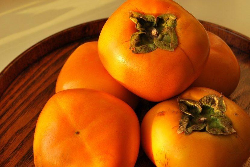 el color naranja caqui recibe su nombre de esta deliciosa fruta