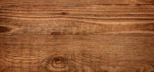 la madera del castaño da nombre a este color