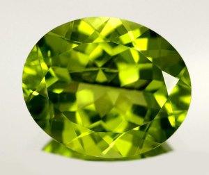 la piedra preciosa llamada peridoto da nombre a este color