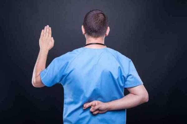 médicos falsos