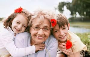ESTUDOS COMPROVAM: Avós que ajudam a cuidar dos netos vivem mais!