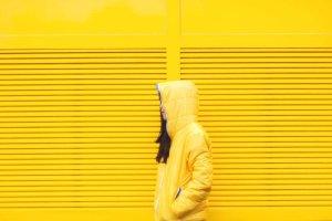 ▷ Sonhar Com Amarelo 【Tudo o que você precisa saber】