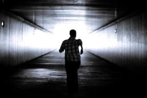 ▷ Sonhar Fugindo Da Polícia 【10 Significados Reveladores】