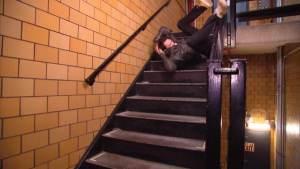 ▷ Sonhar Caindo Da Escada 【Não se assuste】