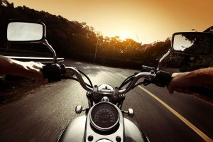 ▷ Sonhar Pilotando Moto 【É um aviso?】