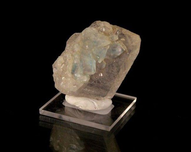 foto da pedra preciosa euclásio