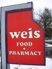 Weis pylon sign