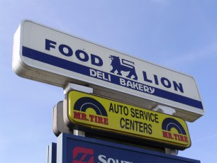 Food Lion pylon sign repair