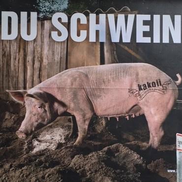 Du Schwein – Dadaistische Intervention im öffentlichen Raum