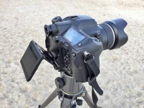 Kallutatav tagumine ekraan on kindlasti suureks abiks, näiteks, maastikufotograafidele