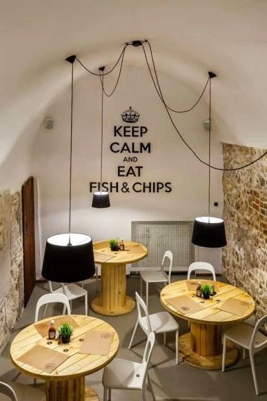 Tematikus (Fish&Chips) bisztró, tipográfia dekorral
