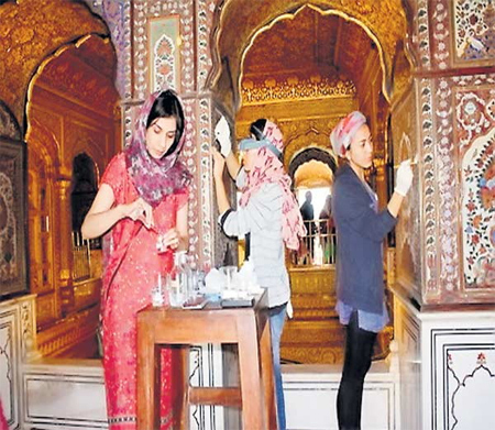 Women in the Golden Temple