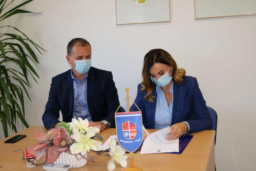 Mrkonjić Grad: Potpisan ugovor za nabavku sanitetskog vozila