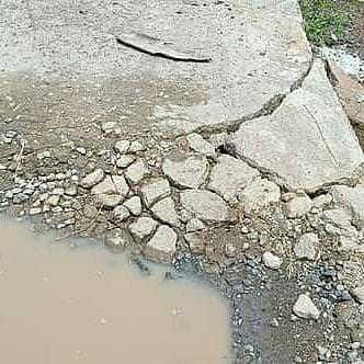 Pengendara Keluhkan Jalan Cor Beton Madang Mulai Rusak