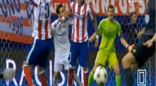 Ini Dia Aksi Dani Carvajal Gigit & Pukul Mario Mandzukic di Derby Madrid!