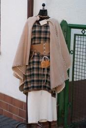 Herbstgewandung mit Mantel