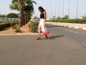 Look girly en dentelle et simili cuir