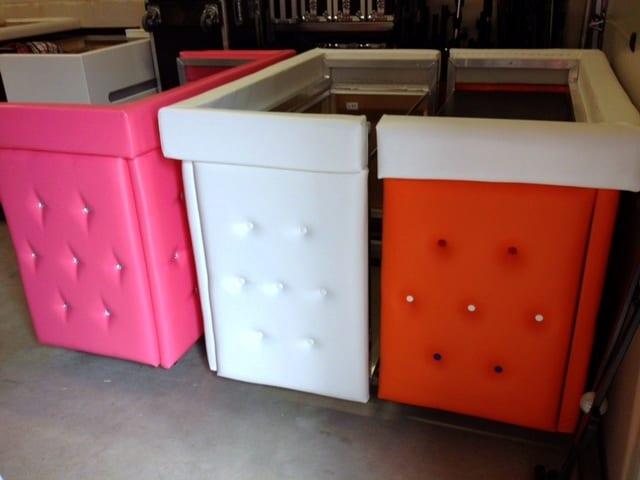 Dj Meubel Huren : Dj booth meubel gecapitonneerd leer kleuren roze oranje wit