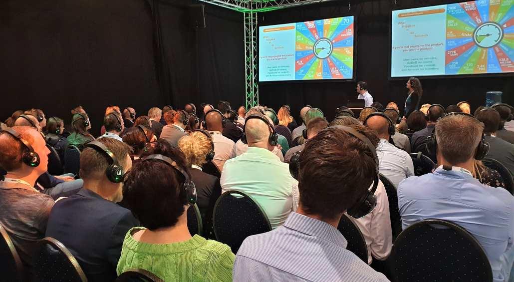 lezingen zaal big data expo koptelefoons