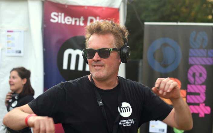 silent DJ music meeting