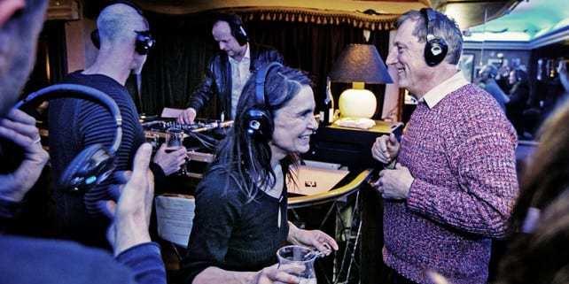 Na strengere geluidsnormen biedt silent disco de oplossing in Cafe Kiebooms Antwerpen