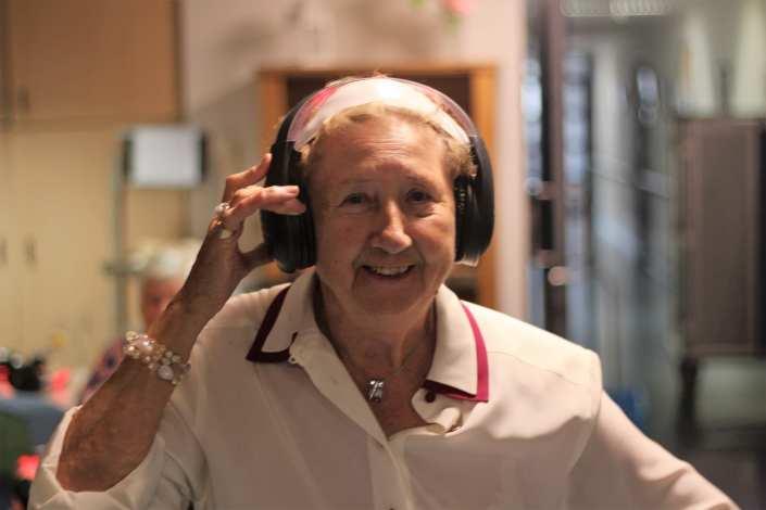 silent disco voor senioren met dementie