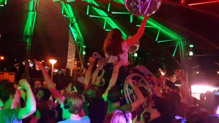 silent disco Museumplein zomerfeesten 4daagse vrijdag 21 juli 2017 Nijmegen | SilentDJ.com | Foto en video verslag Nijmeegse vierdaagsefeesten