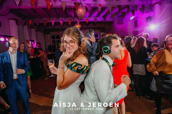 silent disco bruidspaar dansen