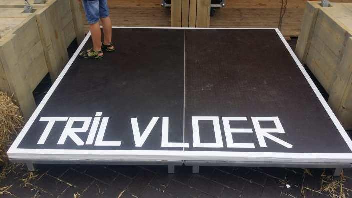 trilvoer vibrating floor silent-disco-zomerfeesten