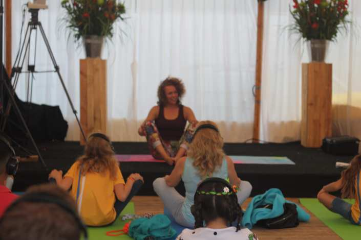 silent yoga zomerfeesten Nijmegen - SilentDJ.com silent disco events