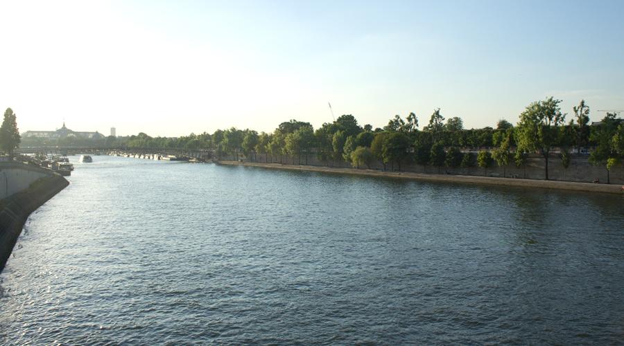 2014-pont-royal-bridge-seine-river-paris-france-02