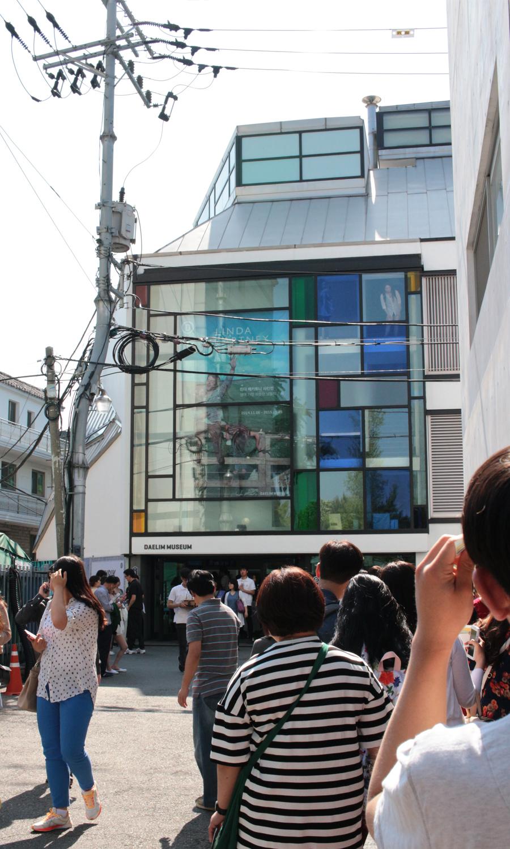 2015-05-23-linda-mcCartney-restrospective-photo-exhibit-daelim-museum-seoul-korea-01