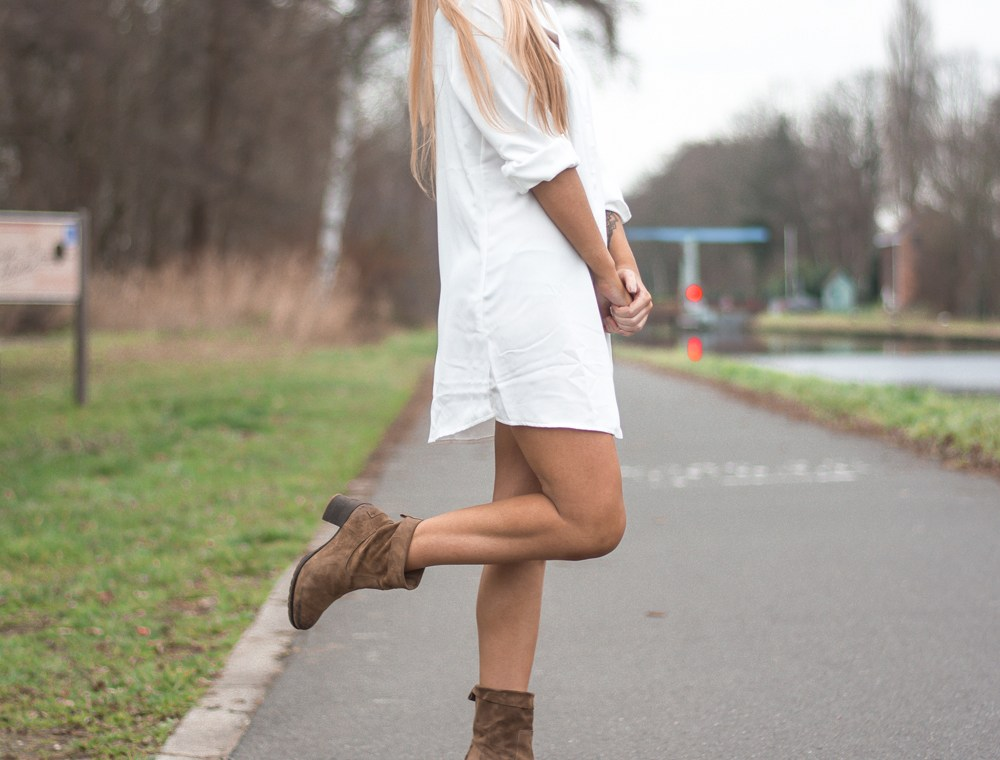Outfit: Shirt and Boots