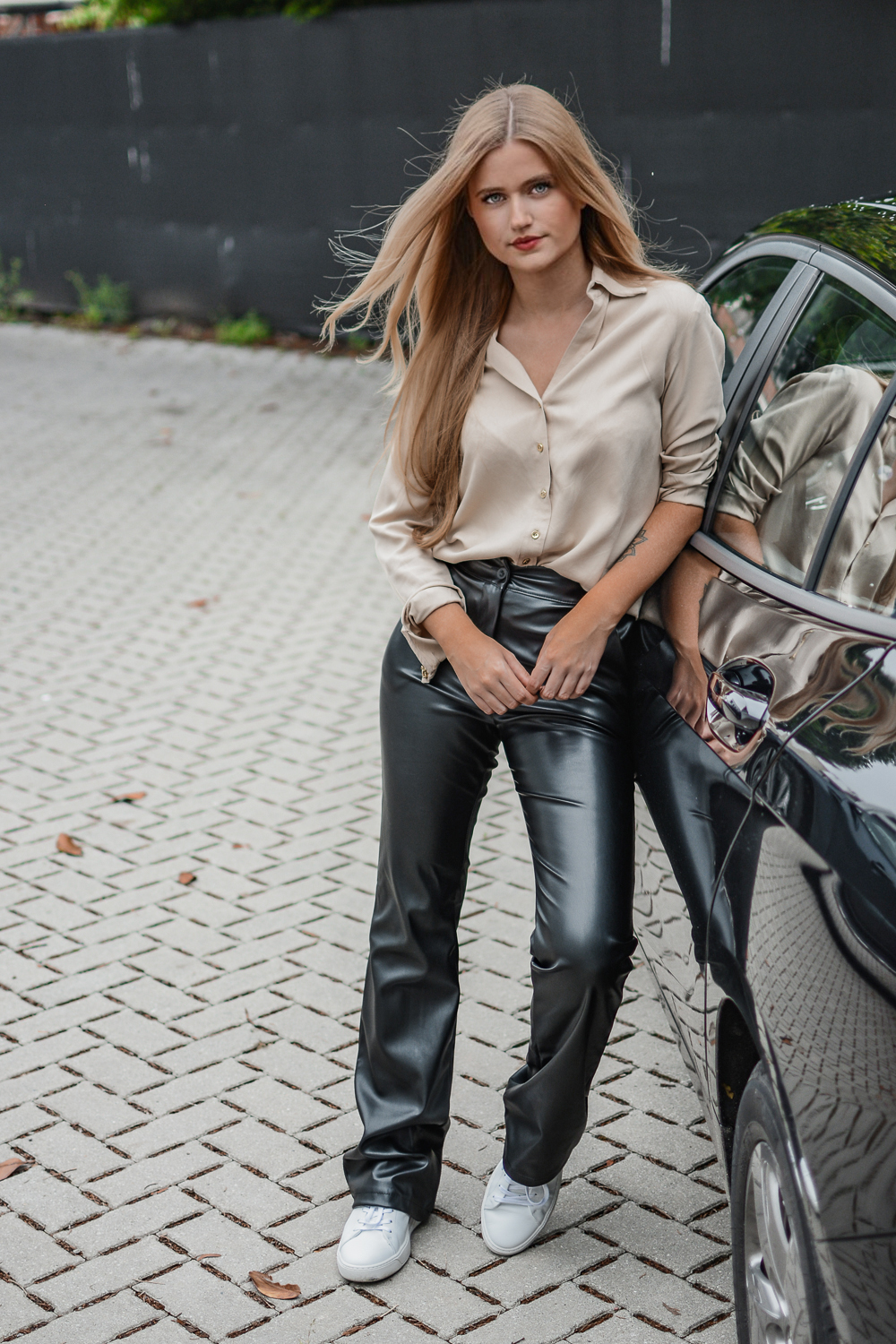 Outfit: Beige & Black