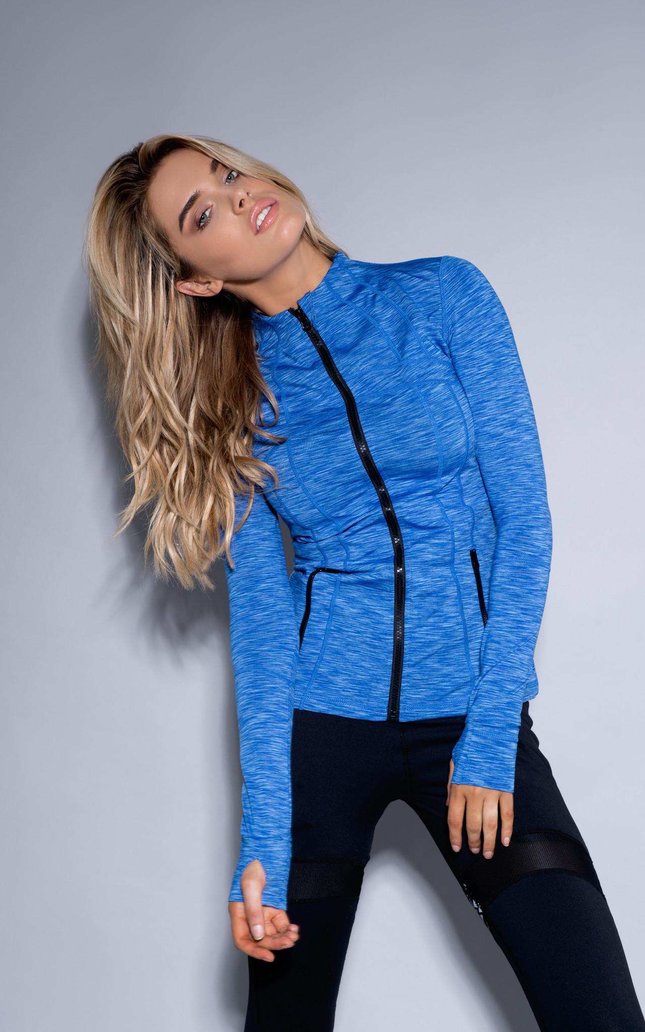 xlarge_bella_jacket_close_up