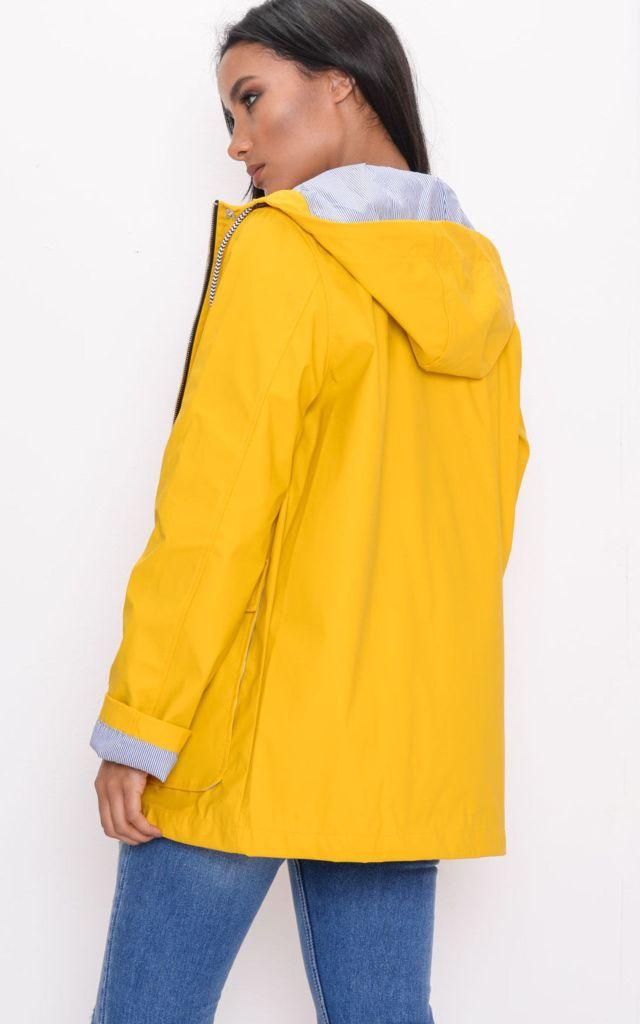 Rain jacket in yellow