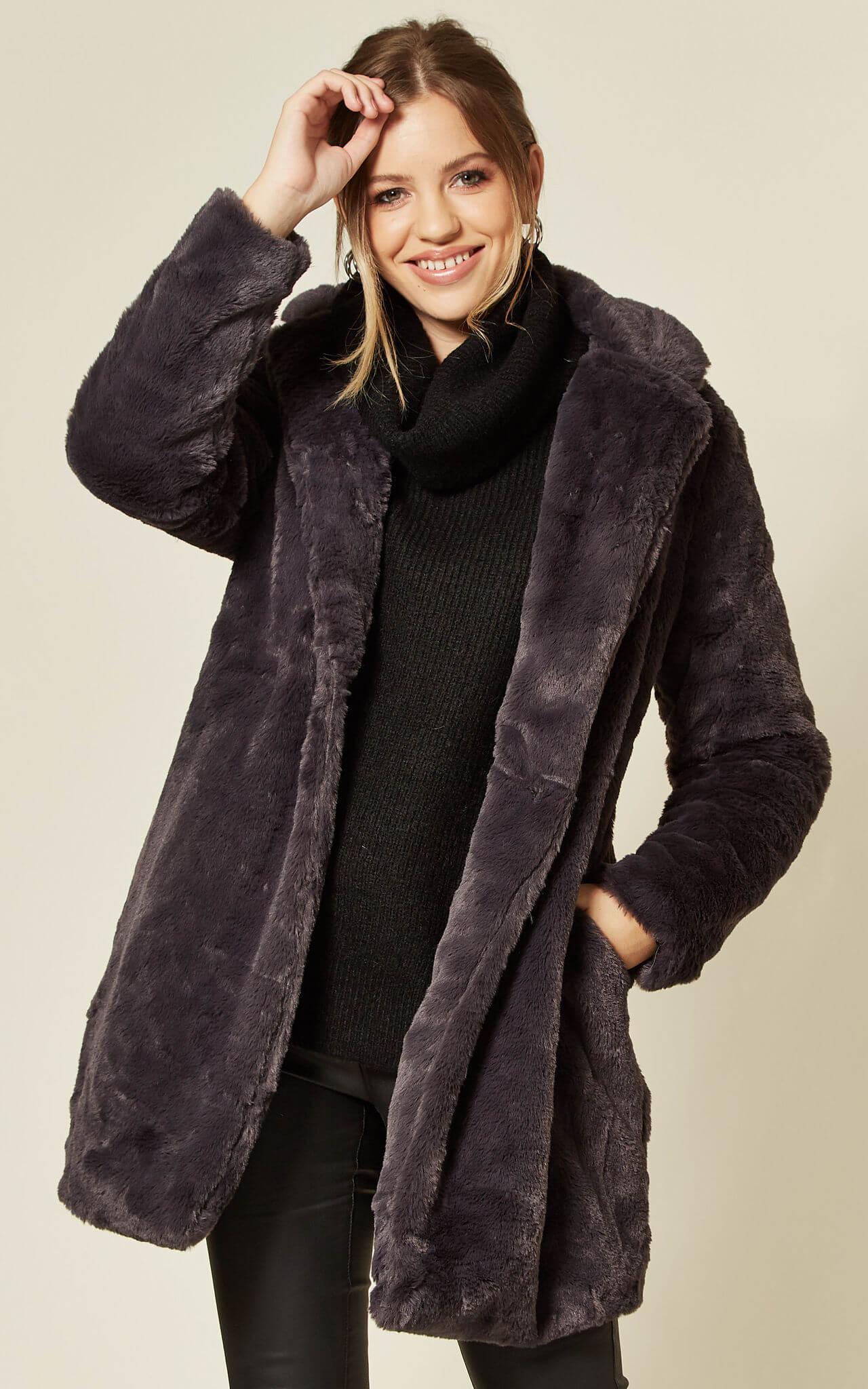 Model wears grey collar fur jacket