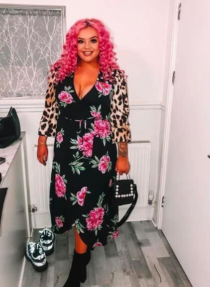 @thehundiaries wears the Jagger Maxi Dress in Mixed Print