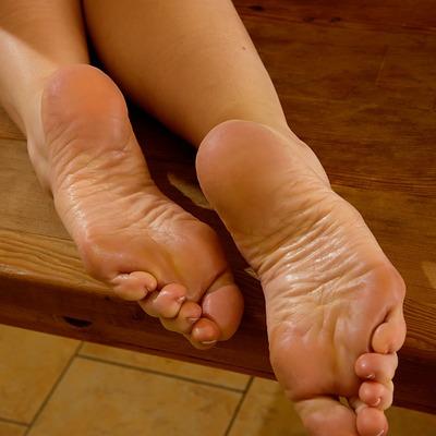 Silk Soles updates Ariel Anderssen bare foot fetish photos