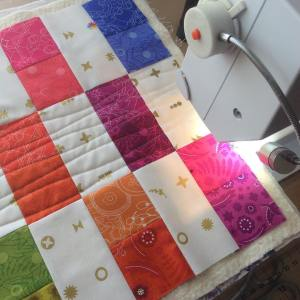 Happy Tuesday!! Quilting my sunprint2017 miniquilt project alisonglass andoverfabrics enjoyhellip