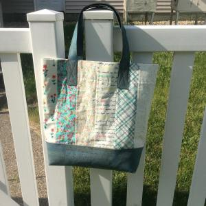 My finishitfriday post featured my finished meriwetherfabric tote bag stitcherydickoryhellip
