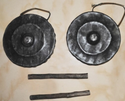 Alat musik Aramba merupakan bagian dari alat musik tradisional Indonesia