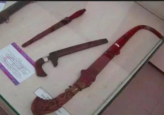 Senjata Tradisional Piso Toba