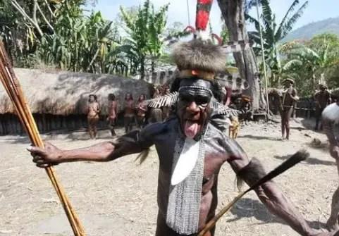Pakaian Holim Tradisional Papua