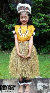 Pakaian Rok Rumbai Papua