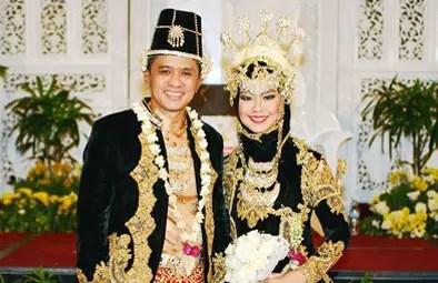 Nama pakaian adat Jawa Barat tuk pria