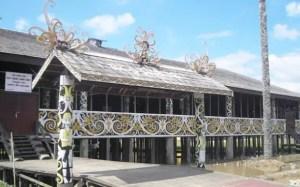 2 Nama Rumah Adat Kalimantan Timur, Gambar Beserta Keterangannya