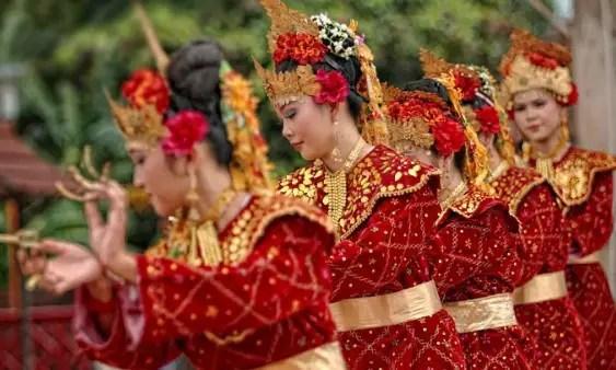 Ulasan tentang kumpulan tarian Sumatera Selatan