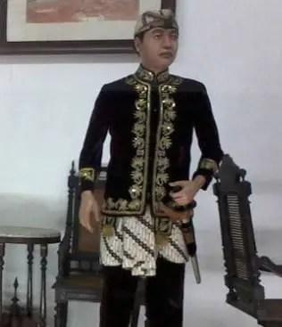 Pakaian Adat Tradisional Sunda